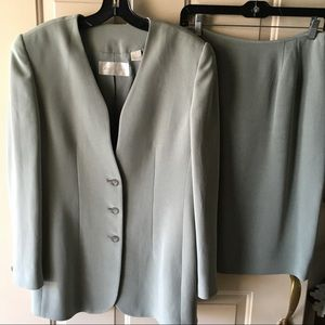 Like new quality silk 2 pc suit green sz 8
